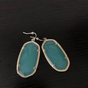 kendra scott - danielle chalcedony earrings
